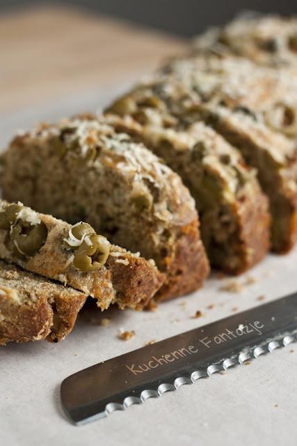 chleb, ciasta, pieczywo, chleb przepis, pieczenie chleba, domowy chleb, chleb wielozbożowy, chleb oliwkowy, szybki chlebek, bez ugniatania, Światowy Dzień Chleba, chleb na proszku do pieczenia, oliwki, kapary, parmezan, czosnek, cebula,