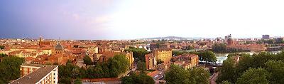 Point de vue sur les toits de Toulouse et la Garonne