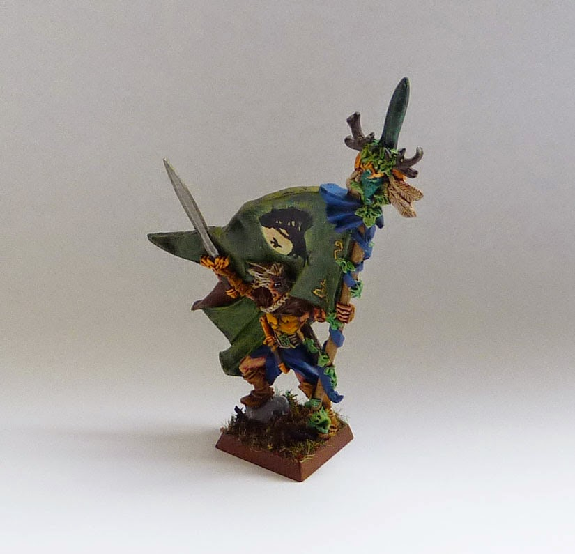 Warhammer Fantasy Battle - Wood Elf Battle Standard Bearer