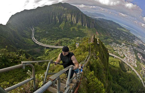 5 Jalan Kecil Terunik di Dunia: Anak Tangga Haiku, Hawaii