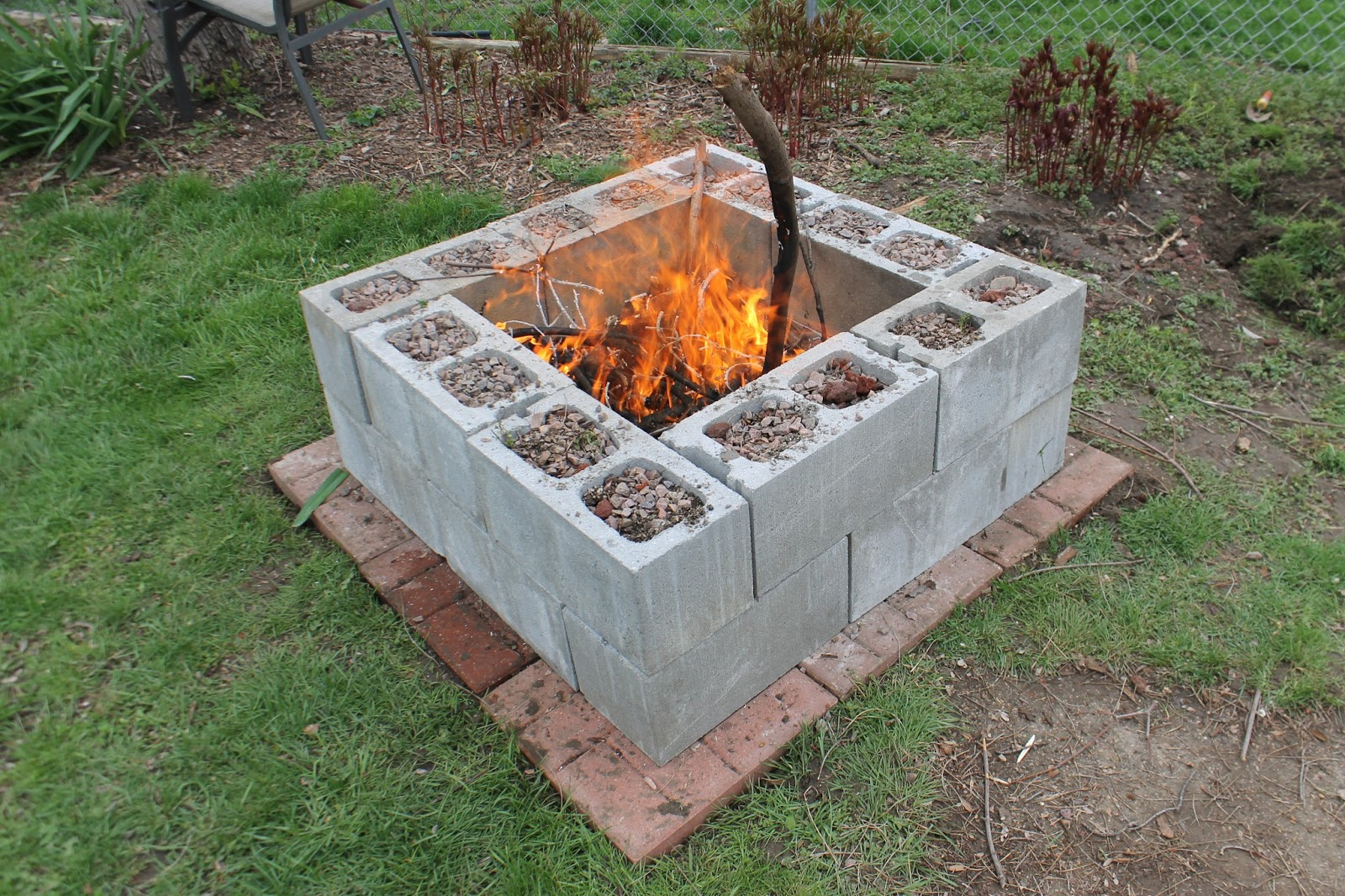 Snyggt med betongblock Р10 tips p̴ vad du kan bygga med blocken ... : bygga grill : Inredning