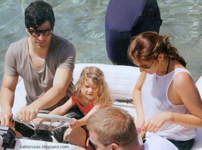 На фотографии: Сакис Рувас на море со своей семьей (личная жизнь)