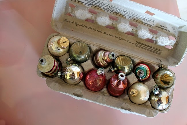 How to pack vintage christmas ornaments va voom vintage for Christmas decorations using egg cartons