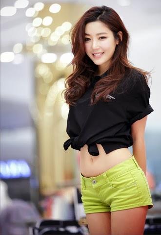 Người mẫu châu á xinh đẹp nóng bỏng gợi cảm