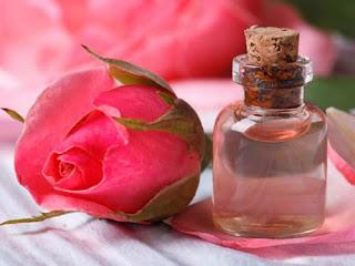 Manfaat Luar Biasa Air Mawar Untuk Kecantikan