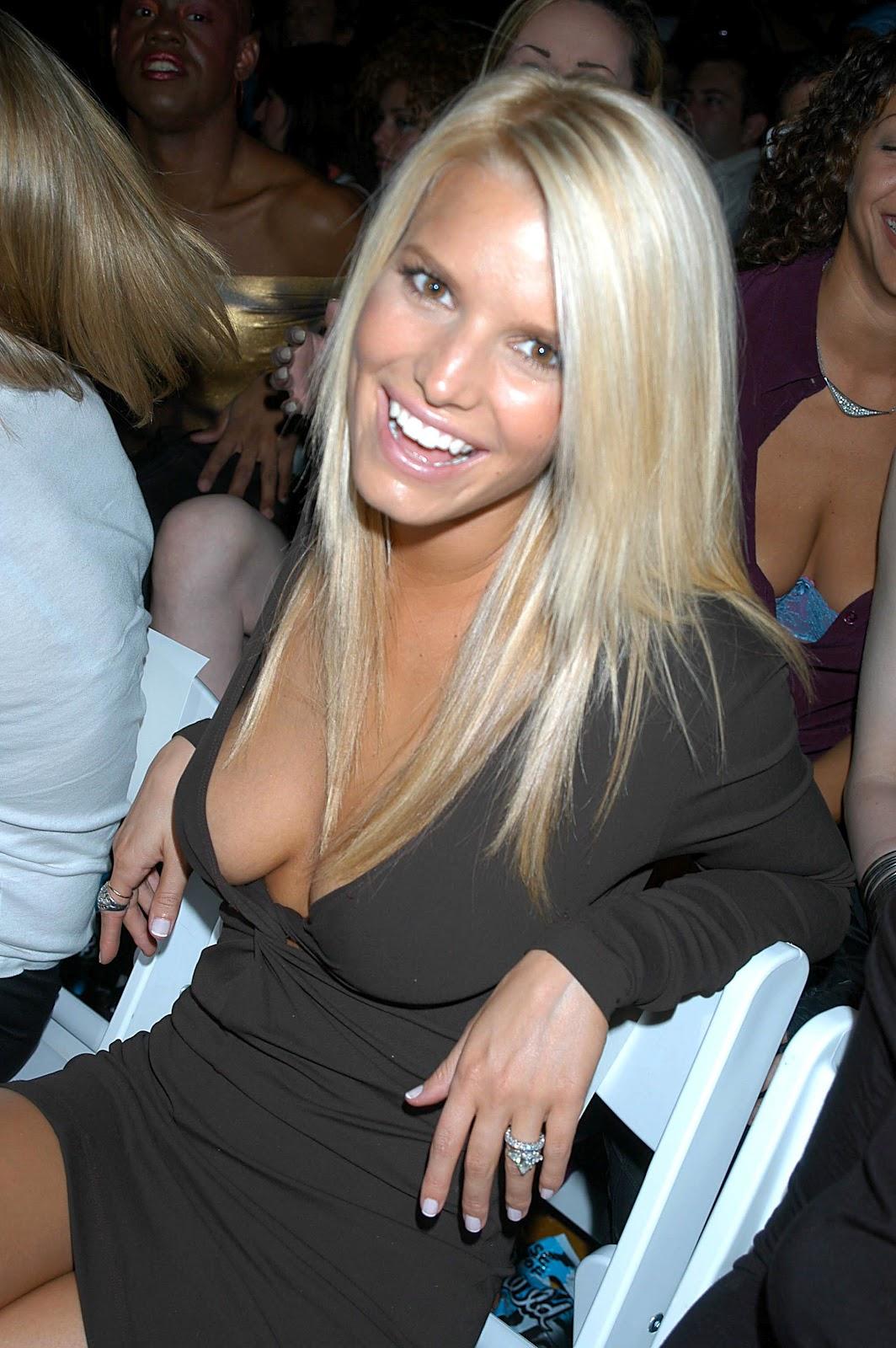 http://1.bp.blogspot.com/-nb5D4Ut0jqU/UGnv_jA-xbI/AAAAAAAAhVI/VhMq0PzwcaA/s1600/Jessica+Simpson+Deep+Cleavage+and+Upskirt+2.jpg