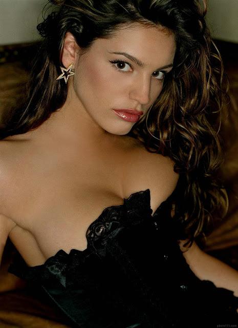 Celeb Actress Kelly Brook