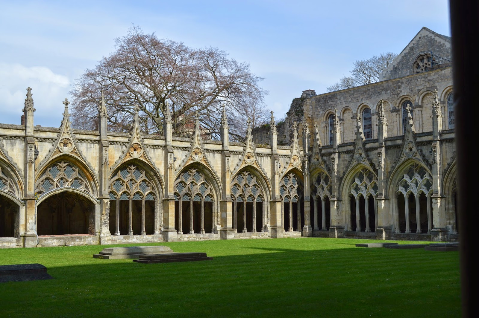 Canterbury Cathedral, Thomas Becket, martyr, Saint Augustine, worship, church, visit, Kent, day trip, religious, old, medieval, stained glass, impressive, big, history, historical, spires, decorated, photo, photograph, Christian, cloisters