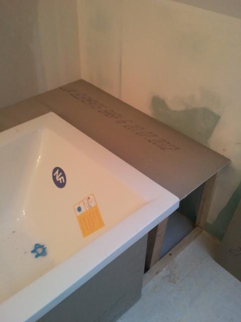 Bricolage de l 39 id e la r alisation salle de bain zen et nature - Coffrage baignoire bois ...
