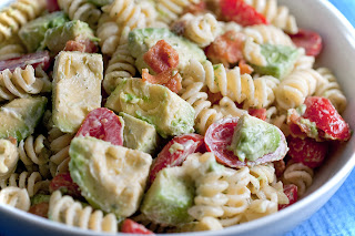 BLT pasta salad, noodles, avacado, tomato, bacon, mayo, vinegar, sugar, mustard, cider vinegar, apple cider vinegar, sour cream, salt, pepper, shredded lettuce, spiral noodles, elbow noodles