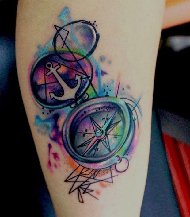 Si piensas hacerte un tatuaje en este estilo ya sea un ancla o una brújula te recomendaria combinarlo con algún otro elementos que igualmente tenga algún
