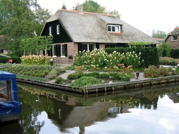 11, giethoorn in holland marisa haque & ikang fawzi, village withouts treets
