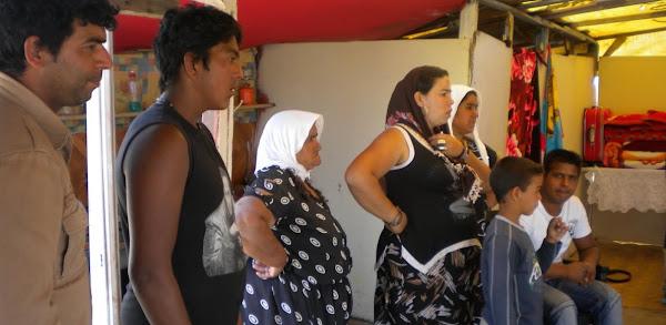 «Πνίγουν» στο χρήμα τους Ρομά: Δίνουν εκατομμύρια για την «κοινωνική ένταξή» τους
