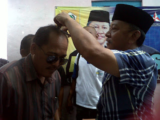 Gundul Massal Pendukung atas Kemenangan Ano - Azis