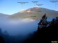 Les masies de Les Tragines, Els Hiverns... enlairades a les faldes de la Serra del Querol cap a ponent. Autor: Ricard Badia