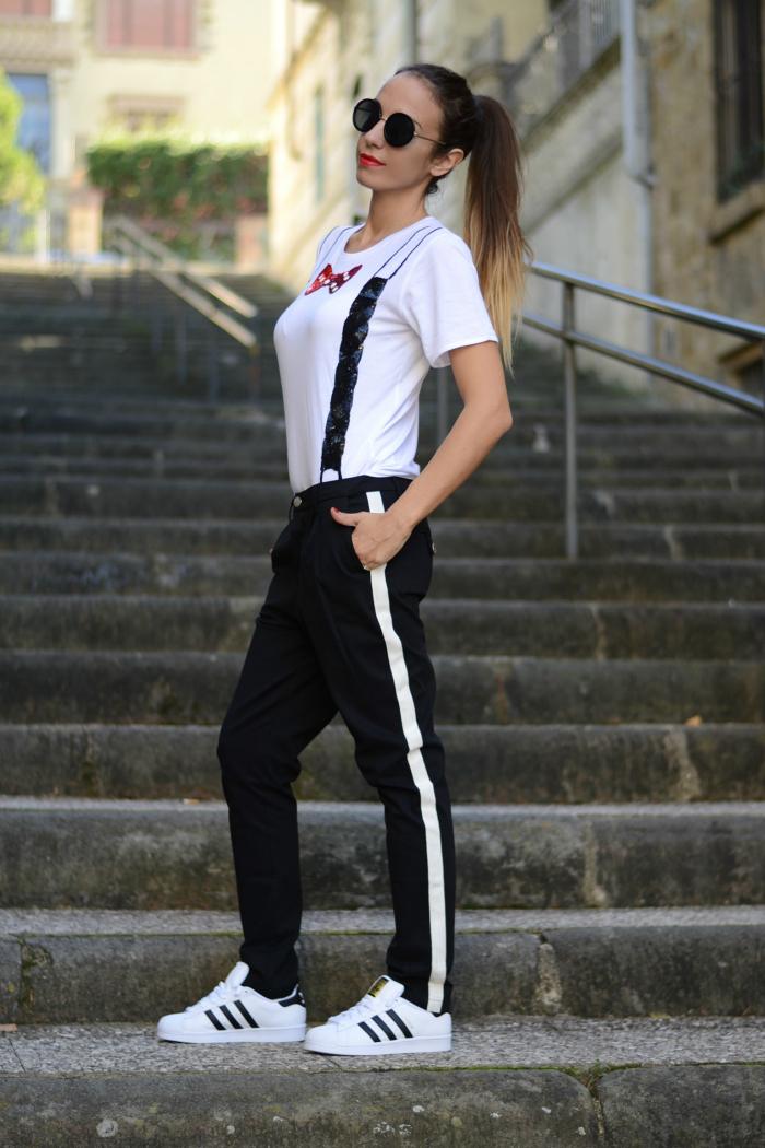 pantaloni neri riga bianca