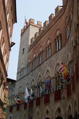 Siena - bandeiras das contradas