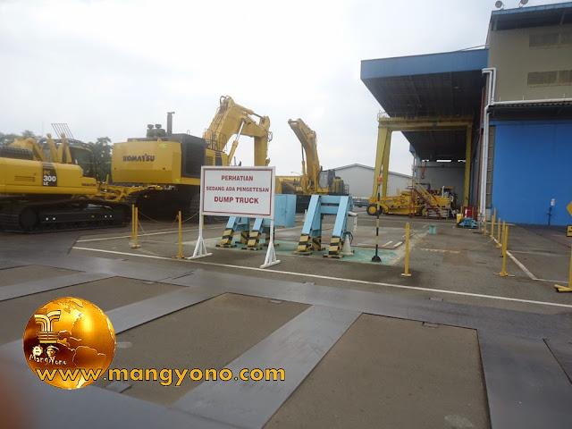 FOTO : Excavator Komatsu Indonesia.