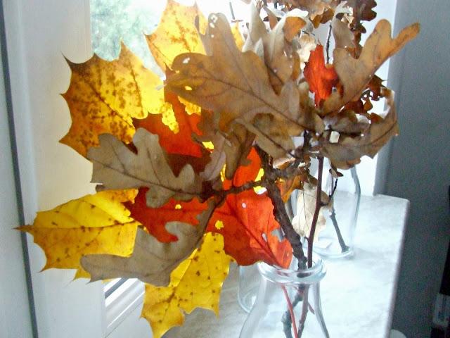 prosta i spontaniczna dekoracja z liści DIY