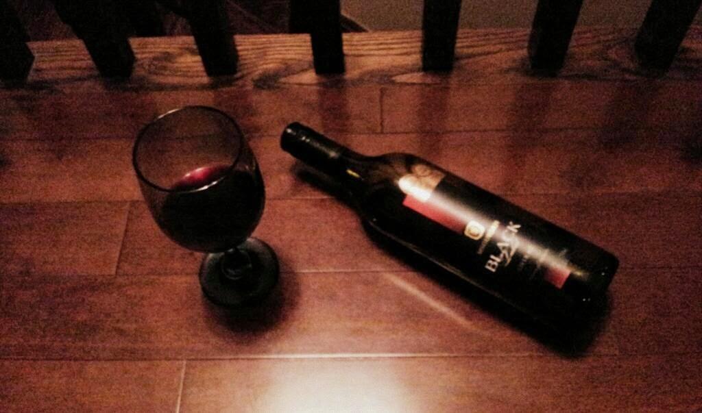 best red wines under $10, mcguigan black label, whorrified,
