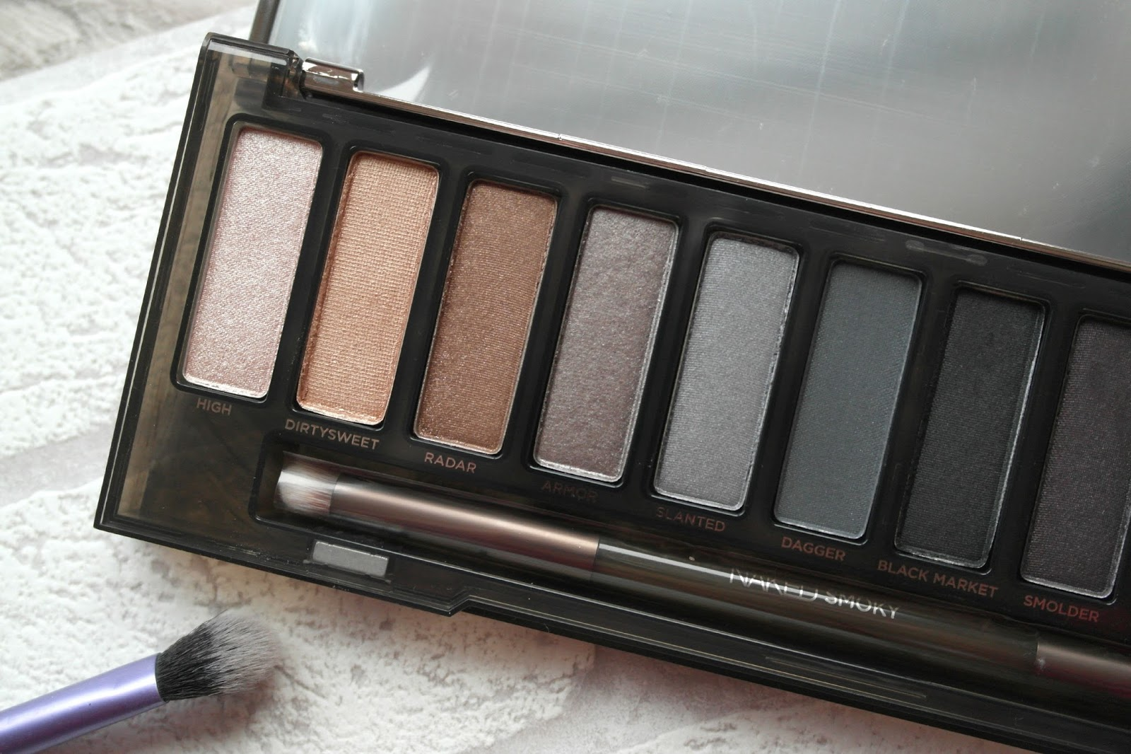 Urban-Decay-Naked-Smoky-Review