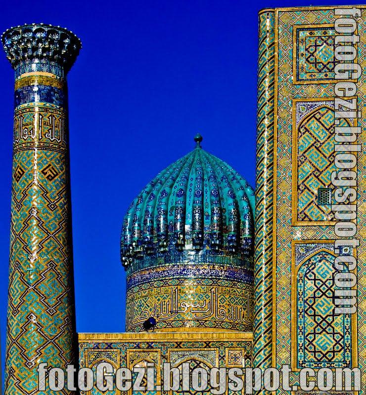 Semerkant Registan meydanında Serdar Medresesi