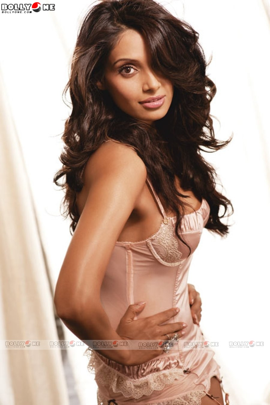 world largest celebrity wallpaper collection: bipasa basu hot collection