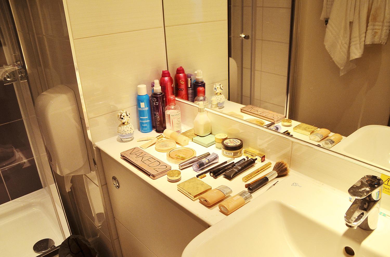 Bathroom and shower, premier inn holborn, london