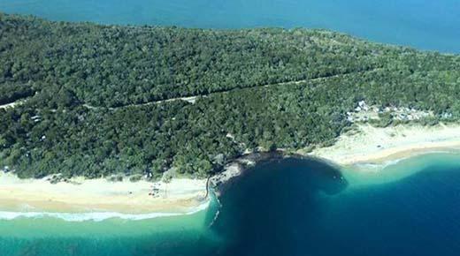 Playa es tragado por misterioso agujero en Australia