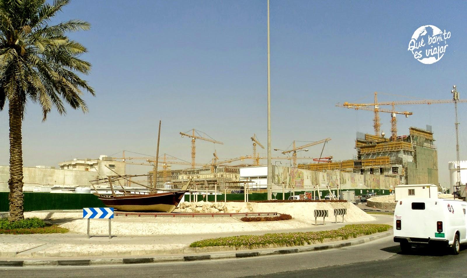 El otro skyline de Doha, el de las gruas