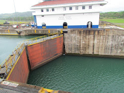 The 100 year-old gates of the Gatun Locks, as reliable as ever ...