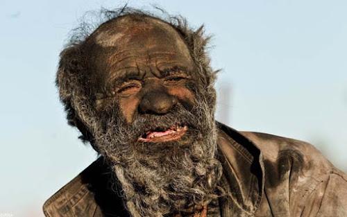 Amoo Hadji, O homem que não toma banho à 60 anos!