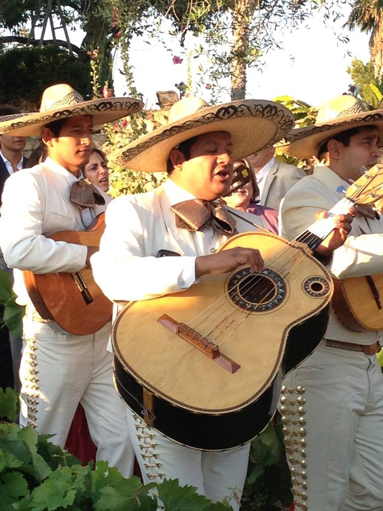 Mariachis en boda mexicana
