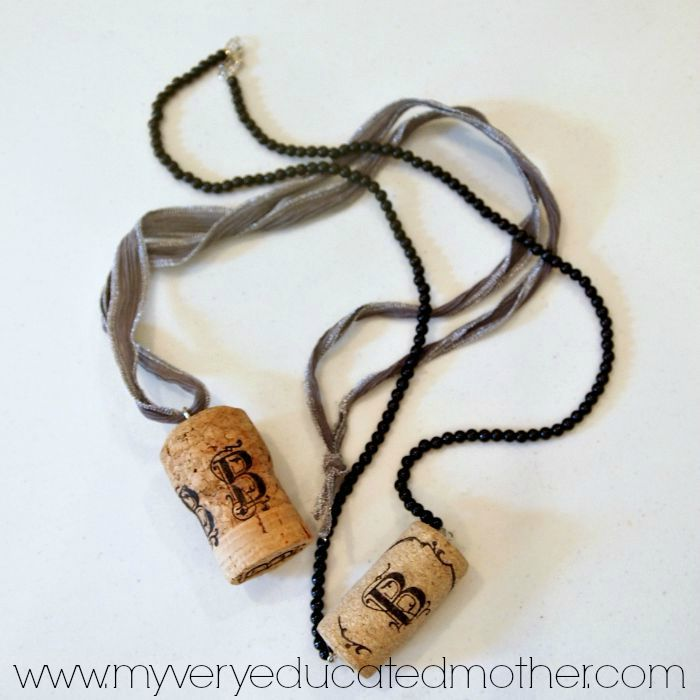 Harry Potter Craft Idea: Butterbeer Cork Necklaces ala Luna Lovegood via @mvemother