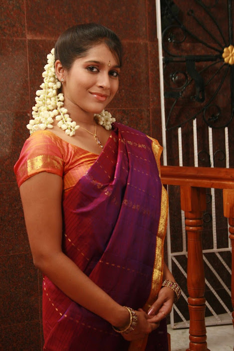 rashmi gautham tight saree girls latest photos