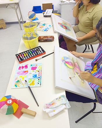 横浜美術学院の中学生教室 美術クラブ 制作中盤の様子