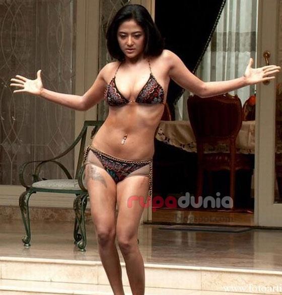 Foto Hot Seksi Dewi Persik Memakai Bikini Tebaru