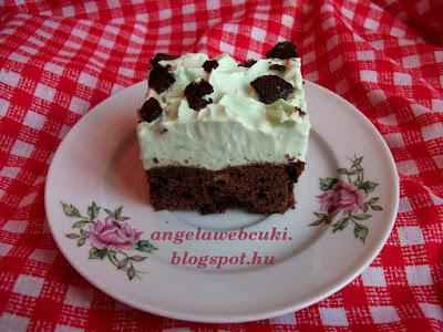 Duplán mentolos brownie, a tésztába és a tetejére is teszünk mentolos csokoládét, a krémet pedig borsmenta aromával ízesítjük.