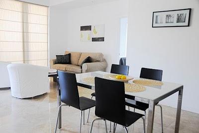 Casas minimalistas y modernas marzo 2011 for Comedores modernos pequenos