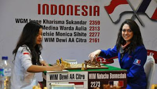 La Française Natacha Benmesbah face à l'Indonésienne AA Citra Dewi © Chessdom