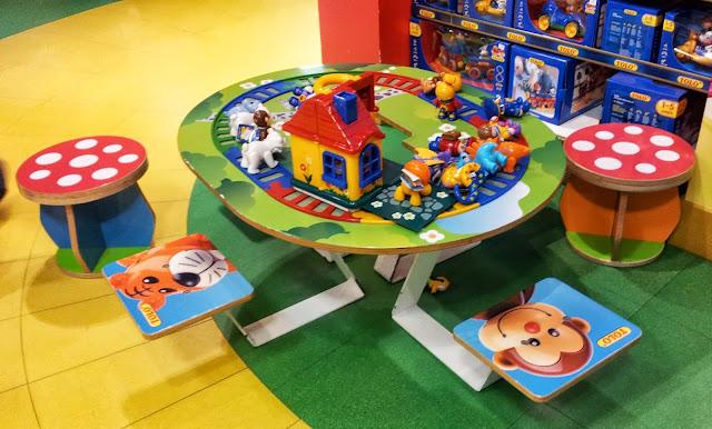 Hamleys, London, Toys