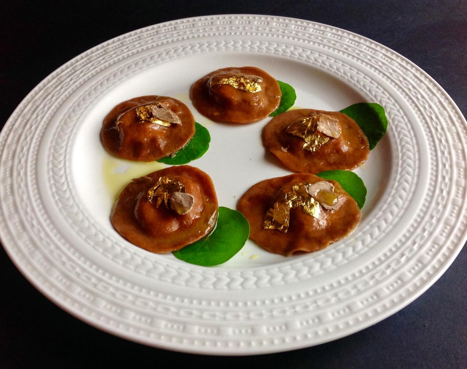 Ravioli al ficotto con ripieno liquido di parmigiano stagionato e tartufo bianco