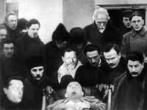 """Sobre las distorsiones y falsedades del """"comunista"""" Eastman, amigo de Trotsky, en su libro """"Since Lenin Died"""" - publicado en enero de 2013 en el blog Crítica Marxista-Leninista Funeral+de+Lenin+-+Stalin%252C+Molotov%252C+Kalinin"""