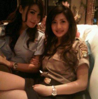 Foto-foto PNS dan polisi yang cantik...Cekidot!!