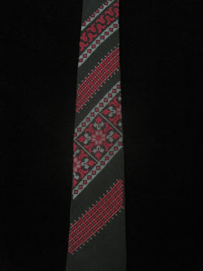 Embroidered tie - 4 panels