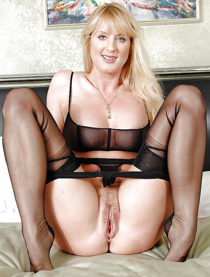 erotika-blondinka-vozrastnaya-viglyadit-otlichno