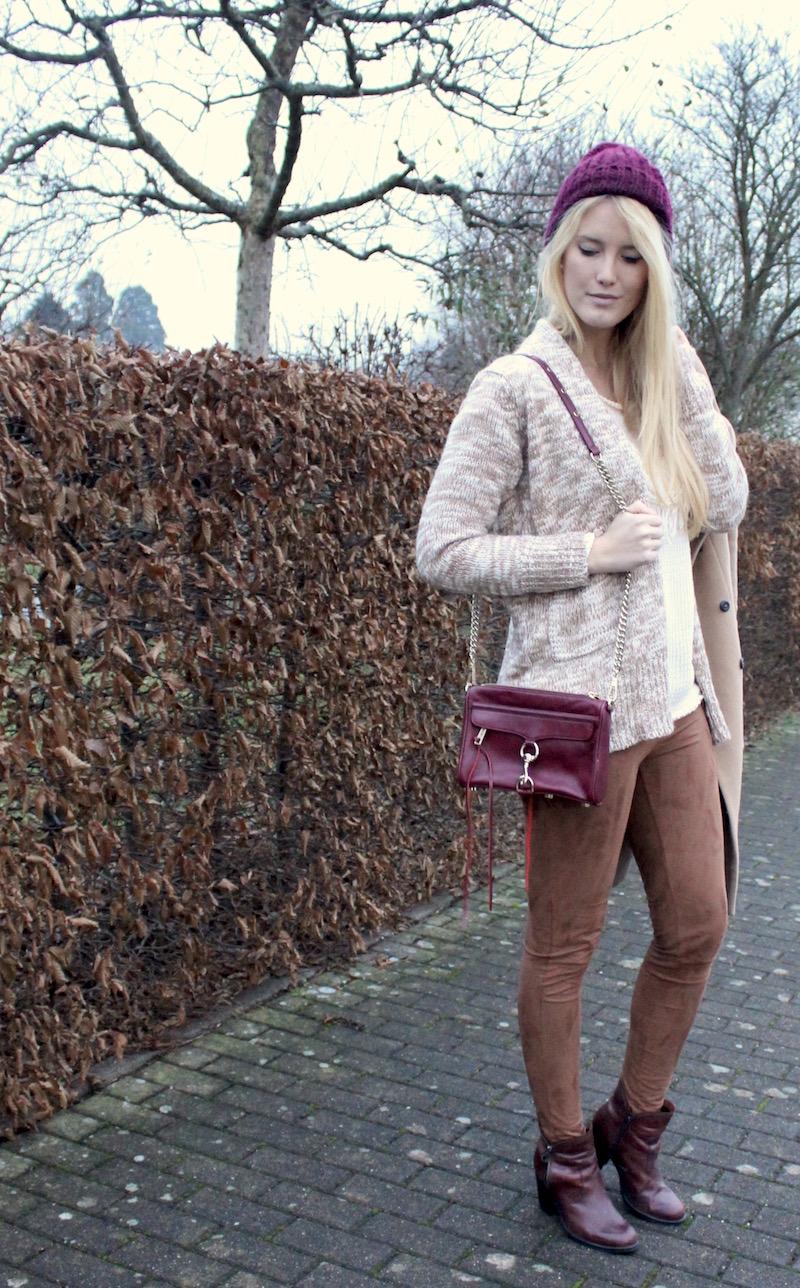Outfit mit Sale Schnäppchen: braune Wildlederleggings und Strickcardigan