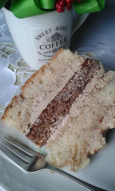 Tort orzechowy z masą kawową