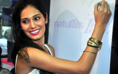 bruna abdullah at naturals lounge room glamour  images