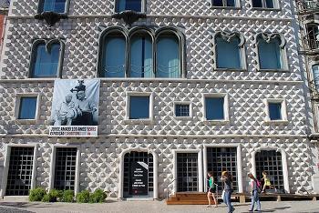 Exterior casa dos bicos - Fundación José Saramago